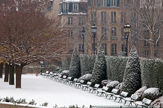 France, Paris in winter, Ile de la Cit, Square de l'Ile de France : Stock Photo