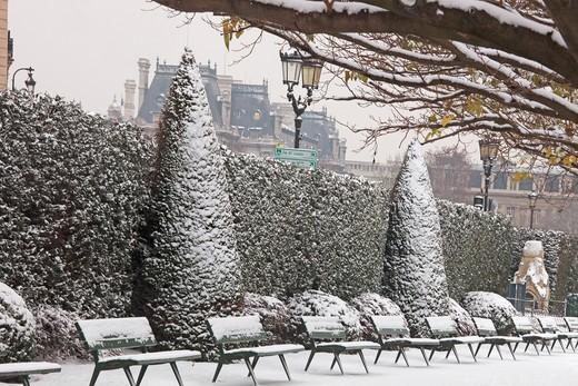 Stock Photo: 1606-104615 France, Paris in winter, Ile de la Cit, Square de l'Ile de France