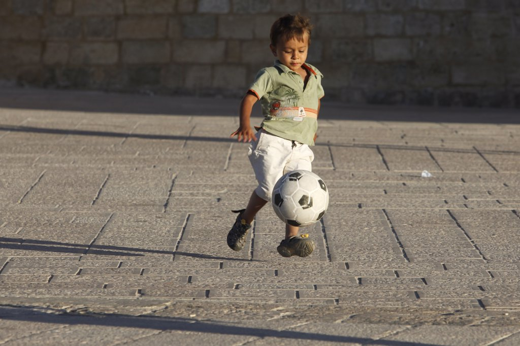 Italie, Lecce, Otranto, Child playing football : Stock Photo