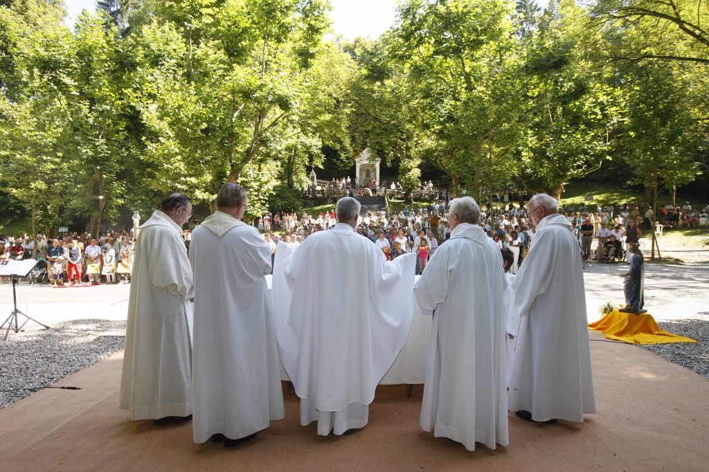 France, Haute Savoie, La Roche-sur-Foron, Mass at la Bnite Fontaine sanctuary : Stock Photo