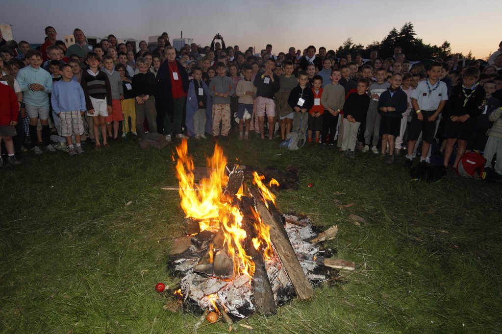 France, Yvelines, La-Fert-Choisel, Traditionalist catholic pilgrimage Night vigil : Stock Photo