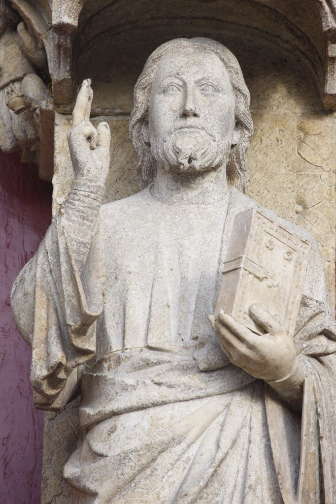 France, Somme, Amiens, Amiens cathedral.  Christ sculpture known as Beau Dieu d'Amiens. : Stock Photo