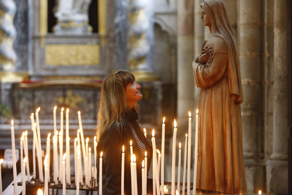 France, Somme, Amiens, Amiens cathedral.  Woman praying to Santa Rita : Stock Photo