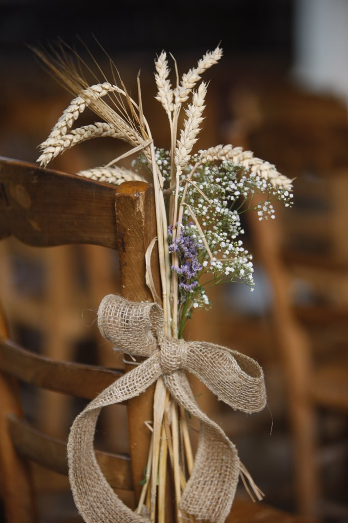 France, Somme, Saint-Valery-sur-Somme, Wedding flower arrangement : Stock Photo