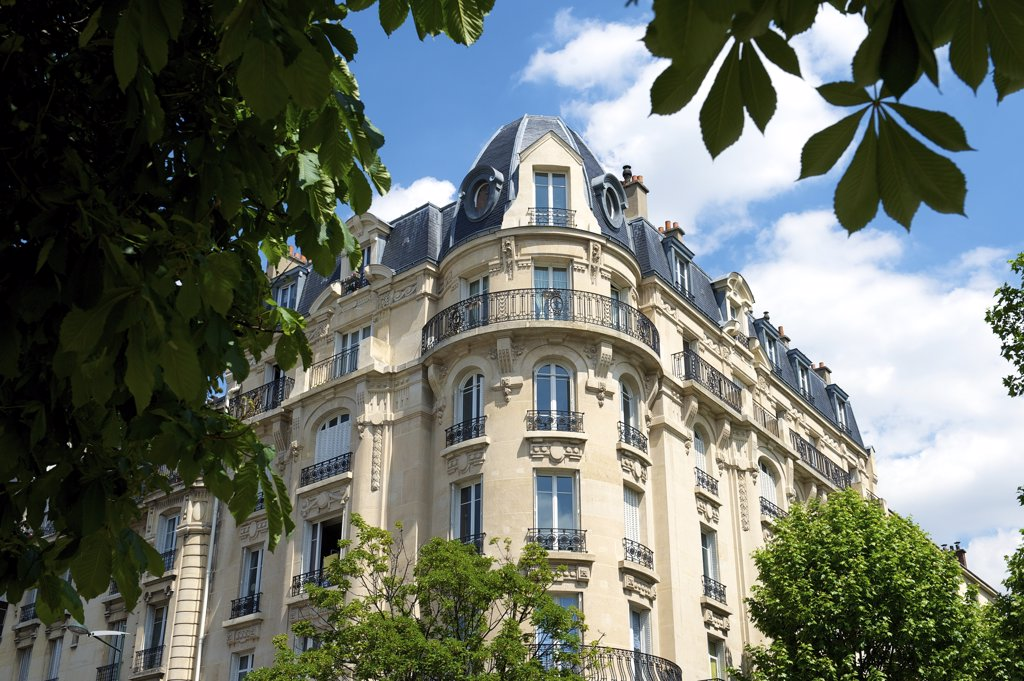 France, Paris region, Clichy la Garenne, building faade : Stock Photo