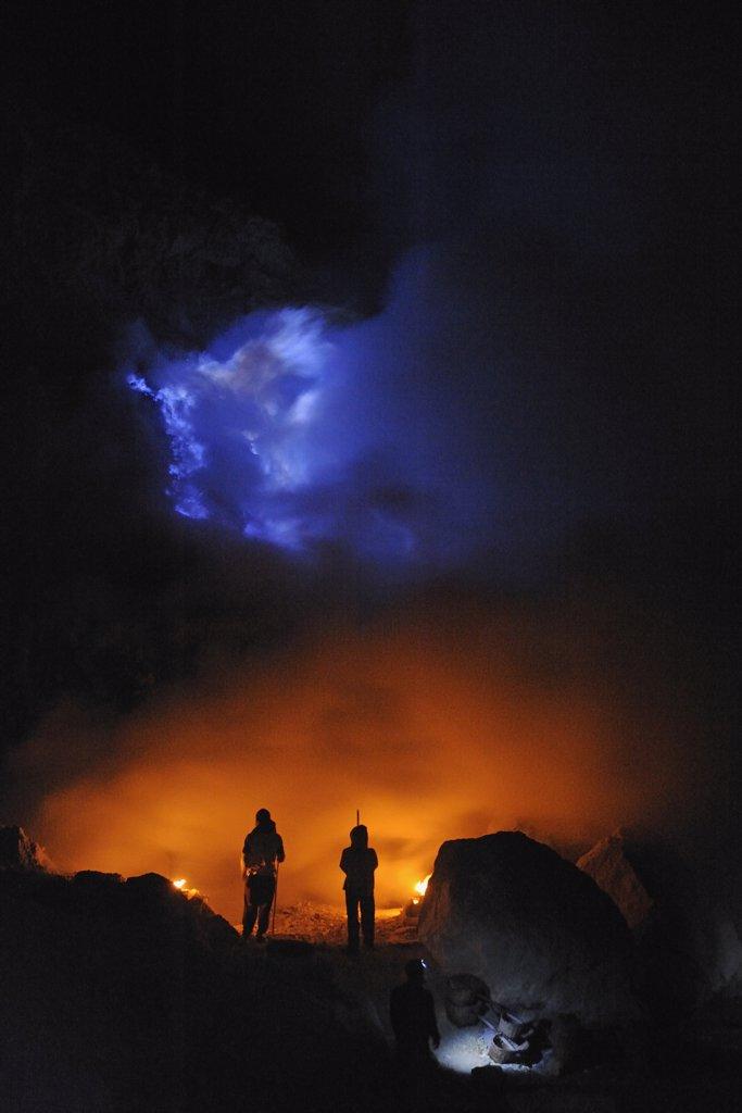 Indonesia, Java, Kawah Ijen crater, sulfur mining : Stock Photo