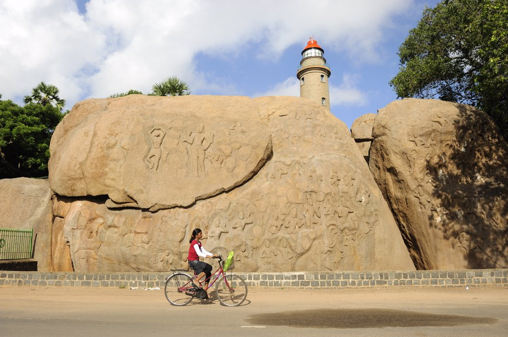 India, Tamil Nadu, Mahabalipuram, Bhagiratha's Penance and lighthouse : Stock Photo