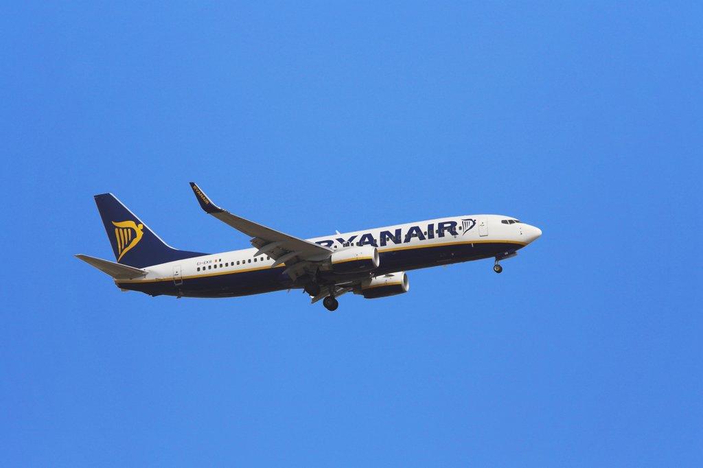Stock Photo: 1606-110437 Ryanair airplane