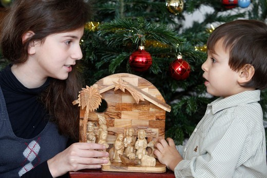 Stock Photo: 1606-111306 France, Hauts-de-Seine, Montrouge, Children with Christmas tree and crib