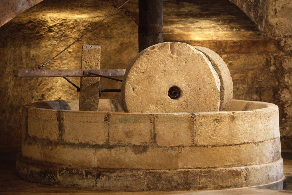 Italie, Lecce, Cutrofiano, Antique olive press : Stock Photo