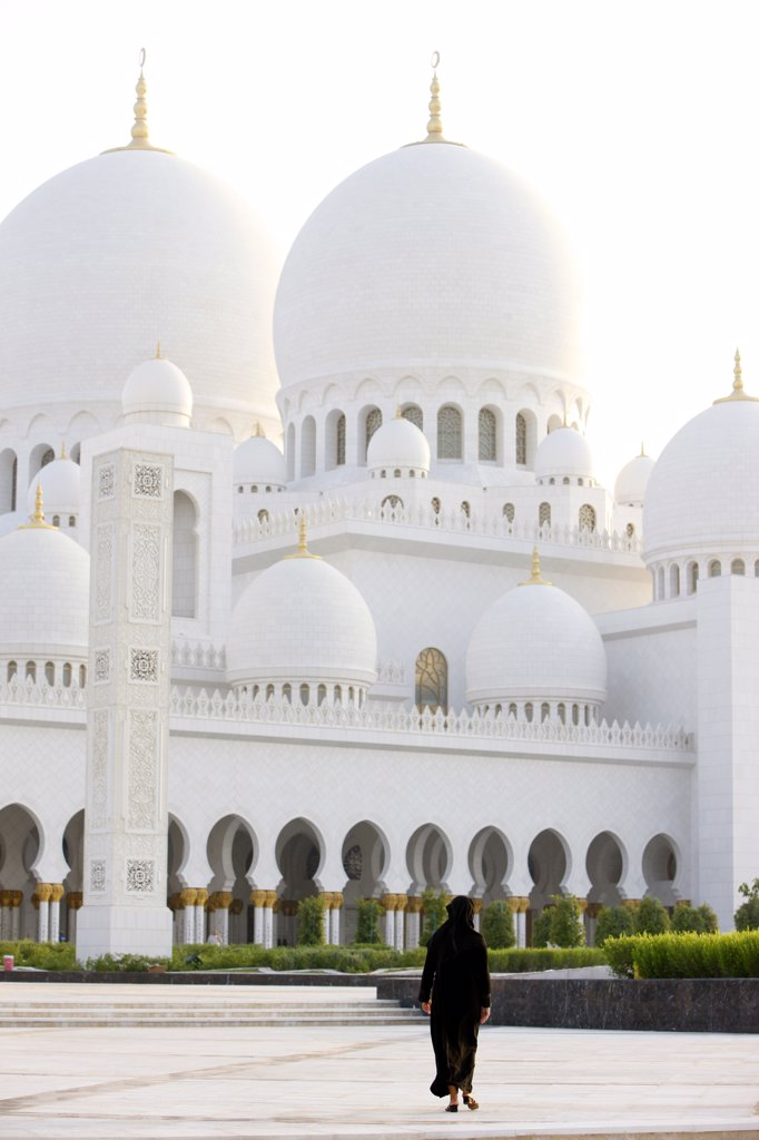 Stock Photo: 1606-111555 United Arab Emirates, Abu Dhabi, Abu Dhabi, Sheikh Zayed Grand Mosque. The biggest mosque in the UAE  and considered one of the 10 largest mosques in the world.