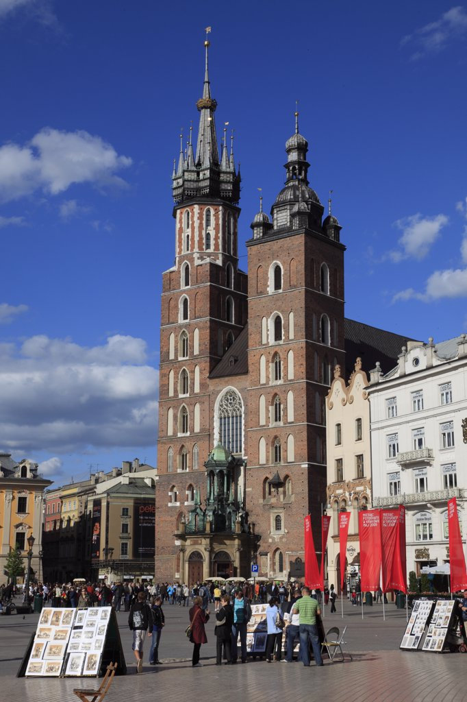Stock Photo: 1606-114633 Poland, Krakow, Main Market Square, St Mary Church