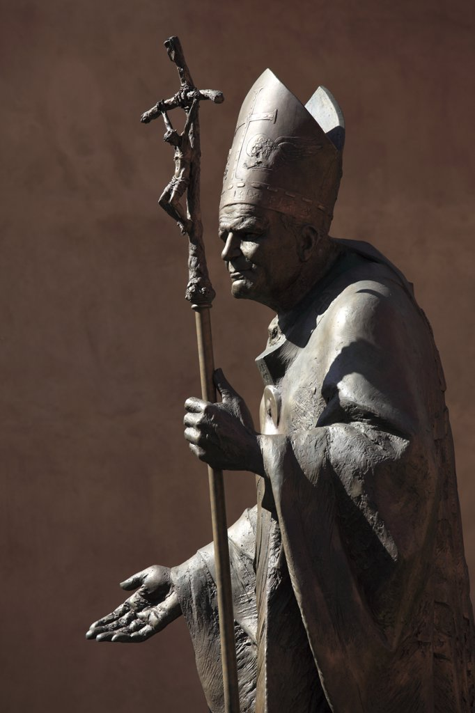 Poland, Krakow, Wawel Castle, Pope John Paul II statue : Stock Photo