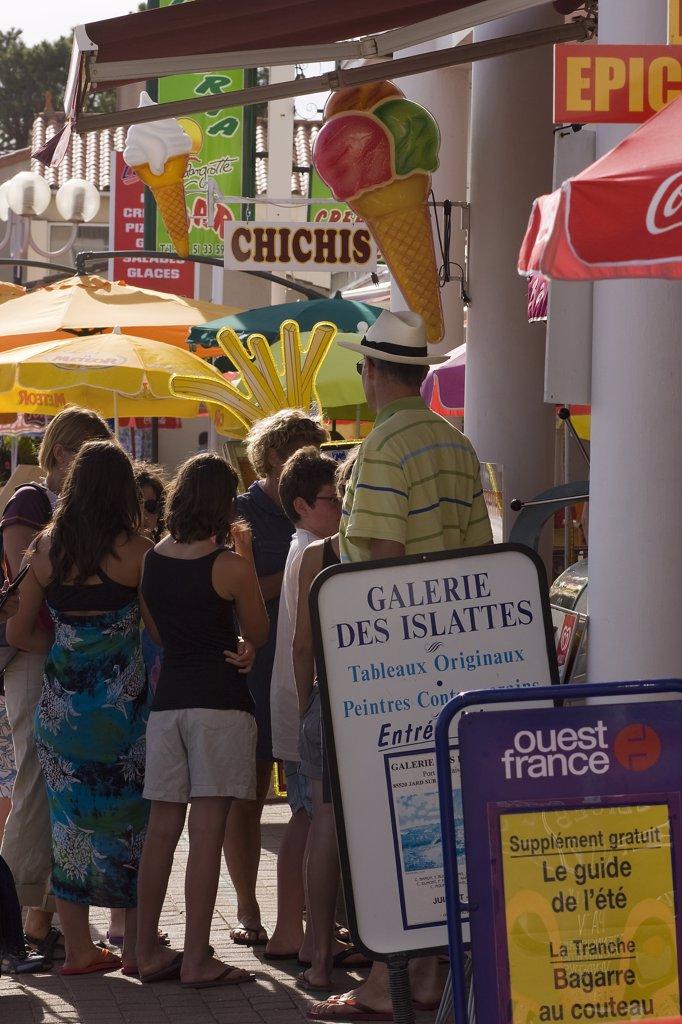 France, Pays de la Loire, Vend?e, Jard sur Mer, seaside shops : Stock Photo