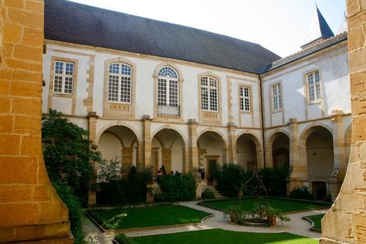France, Burgundy, Saone-et-Loire (71), Paray-le-Monial, Sacr? Coeur basilica, the cloister : Stock Photo