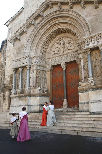 Stock Photo: 1606-116521 France, Provence Alpes Cote D'Azur, Bouches du Rh?ne (13), Arles, Saint Trophime church (Unesco world Heritage)