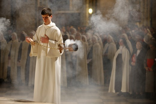 Stock Photo: 1606-118147 France, Paris, Easter wednesday celebration in Notre Dame cathedral