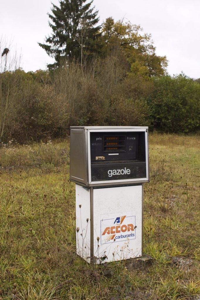 France, Limousin, Creuse, abandoned gas pump : Stock Photo