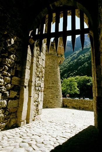 France, Pyrenees Orientales, Villefranche de Conflent, door : Stock Photo