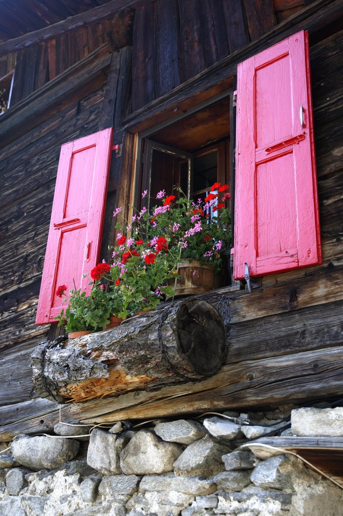 Stock Photo: 1606-120700 France, Rhone-Alpes, Haute Savoie (74), Chamonix valley, old house in Tour village