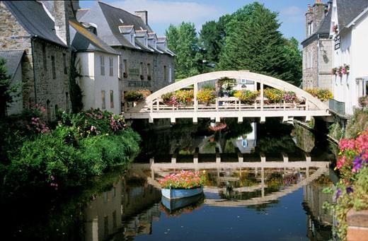 Stock Photo: 1606-12129 France, Britain, Cotes d'Armor, Pontrieux, houses and Trieux river, bridge with flowers