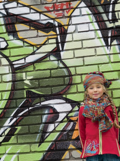 Stock Photo: 1606-121866 Little girl in the street, wool hat and scarf