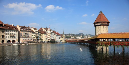 Stock Photo: 1606-122265 Switzerland, Lucerne, Luzern, old town skyline, Kapellbr?cke bridge