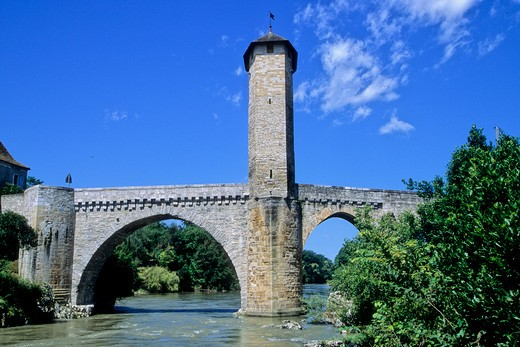 France, Aquitaine, Pyr?nes Atlantiques (64) , B?arn, Orthez, medieval bridge on Pau river : Stock Photo