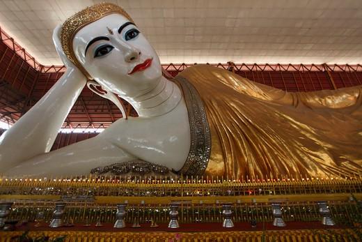 Myanmar, Burma, Yangon, Rangoon, Chaukhtatgyi Pagoda, Buddha statue; : Stock Photo
