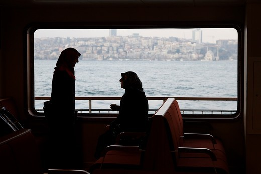 Stock Photo: 1606-127499 Turquie, Istanbul, Women wearing islamic veil in a boat on the Bosphorus strait Vietnam.