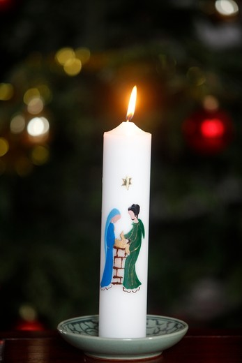 France, Hauts-de-Seine, Montrouge, Christmas candle    France : Stock Photo
