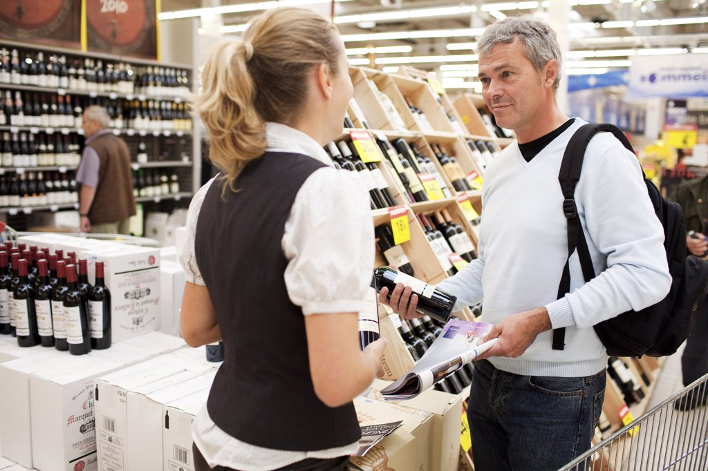 France, Ivry-sur-Seine, wine fair in a superstore (Carrefour) : Stock Photo