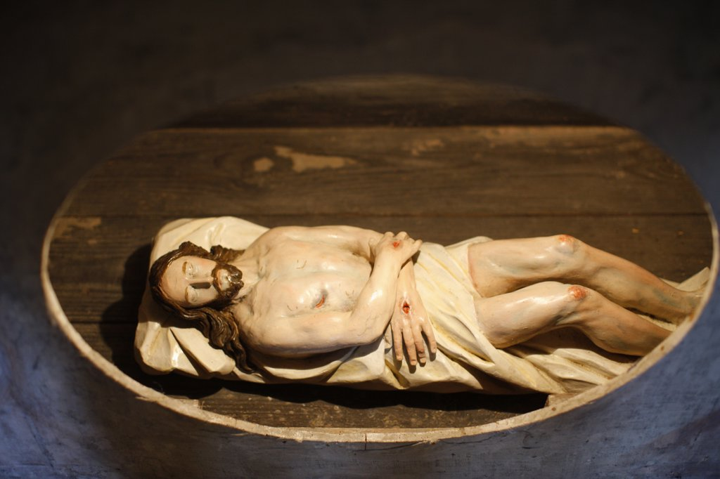 Austria, Lower Austria, Durnstein. Durnstein Catholic Church.  Jesus in the grave.  Austria. : Stock Photo