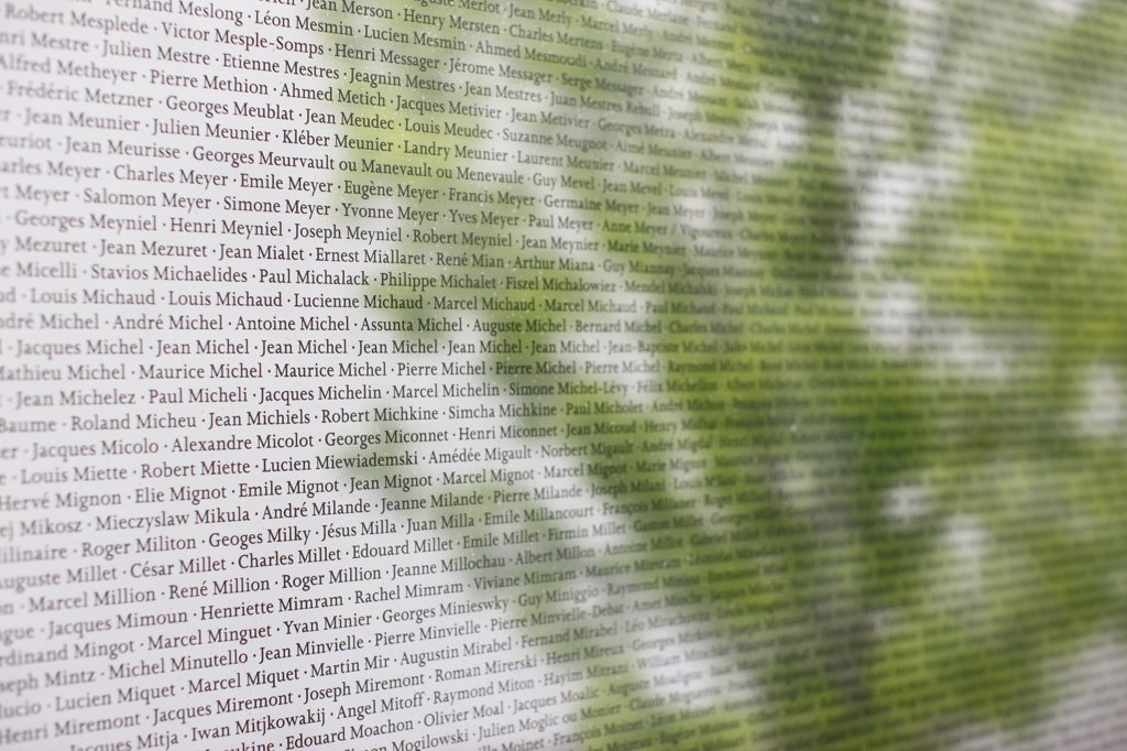 France, Oise, Compiègne. Wall of names at the Royallieu concentration camp memorial : Stock Photo