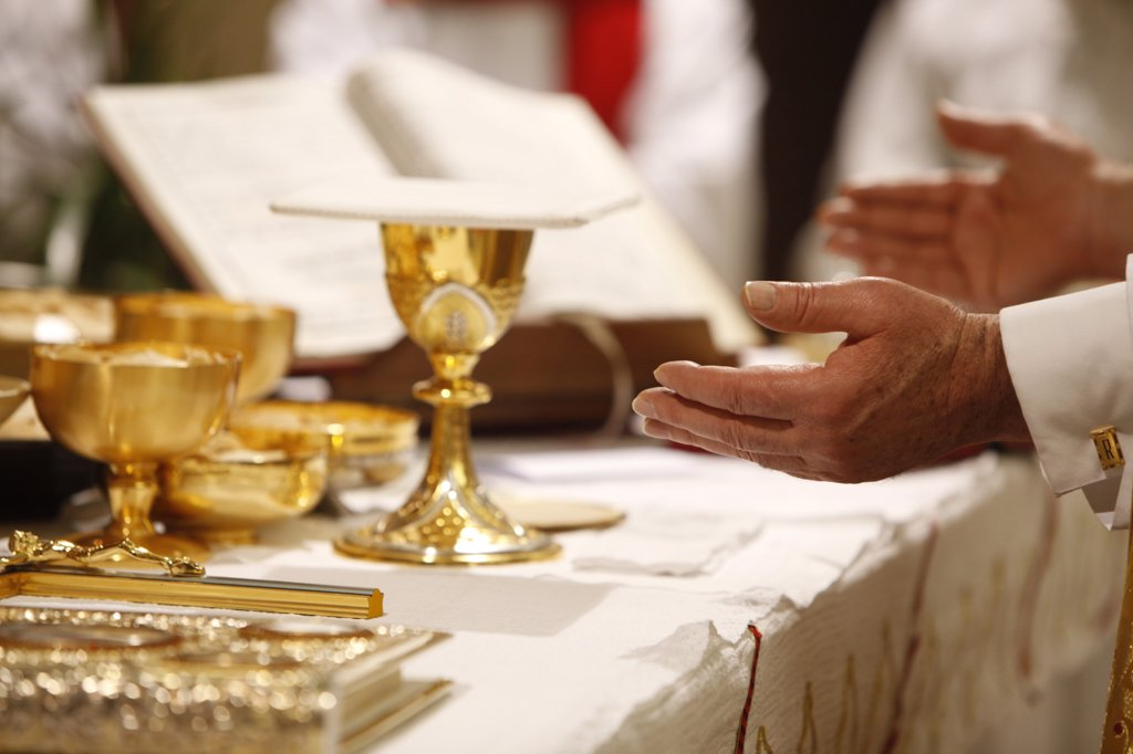 France, Val d'Oise, Sarcelles. Easter vigil in St Thomas Chaldean church France. : Stock Photo