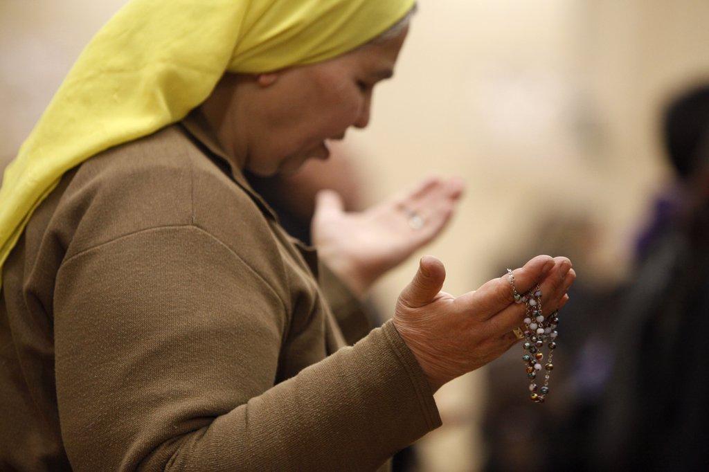 France, Val d'Oise, Sarcelles. Maundy thursday celebration in St Thomas Chaldean church France. : Stock Photo