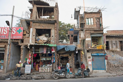 India, Haryana, Pinjore, damaged houses : Stock Photo