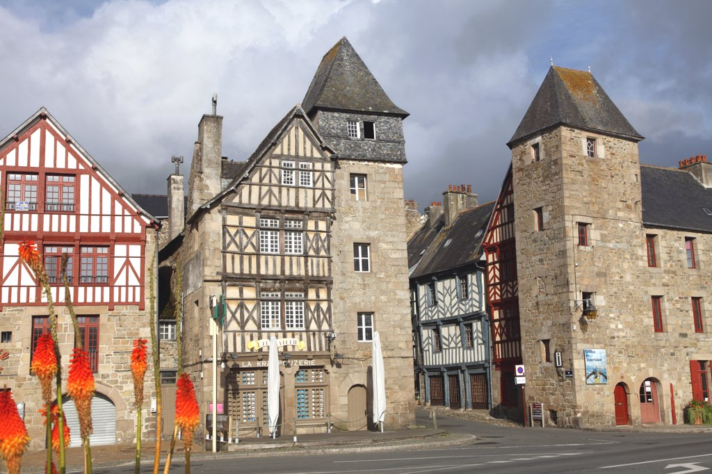 France, Brittany, Cotes d'Armor (22), Treguier, medievals houses : Stock Photo