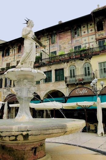 Italy, Veneto, Verona, Piazza delle Erbe, Madonna Verona fountain : Stock Photo