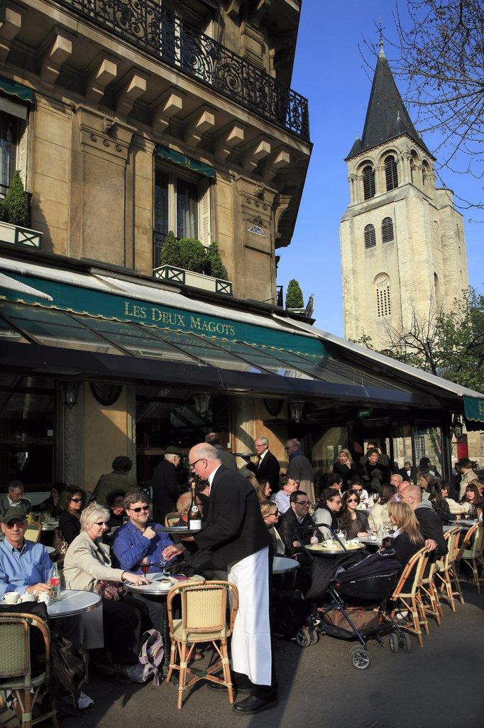 France, Paris, Les Deux Magots café, St Germain des Prés church in background : Stock Photo