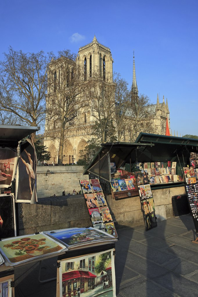 Stock Photo: 1606-134826 France, Paris, antiquarian booksellers, Notre Dame cathedral