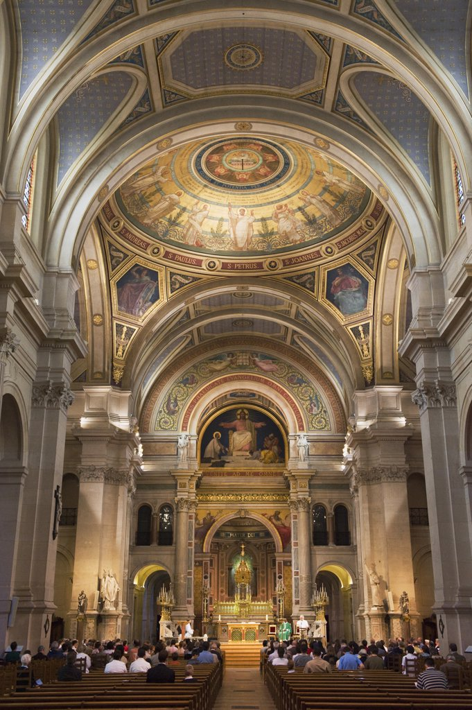 France, Paris, Saint Francis Xavier church, mass : Stock Photo