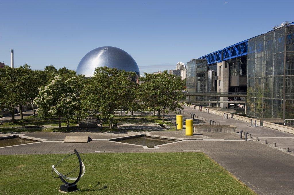 France, Paris, parc de la Villette, Cité des sciences et de l'industrie : Stock Photo