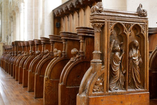 France, Loiret, Saint-Benoît-sur-Loire. 15th century stalls in Fleury benedictine abbey church. France : Stock Photo