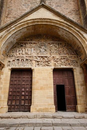 France, Aveyron, Conques. Sainte Foy abbey church gate France : Stock Photo