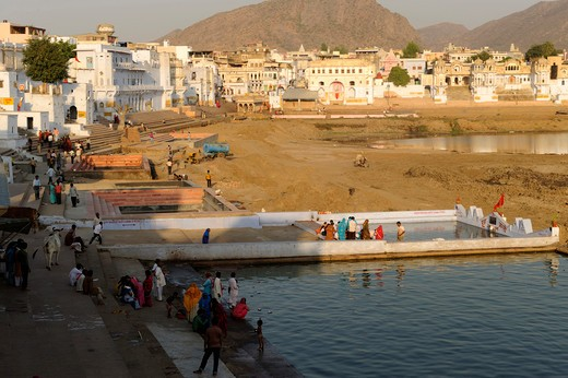 Stock Photo: 1606-137459 India, Rajasthan, Pushkar, ghats