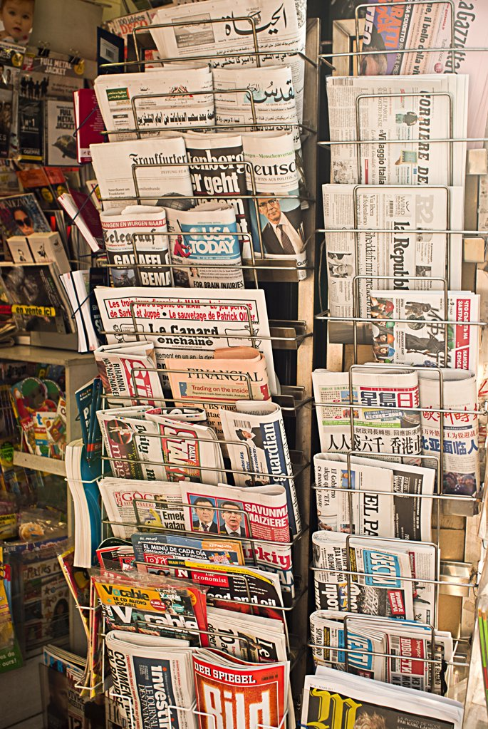 Stock Photo: 1606-139061 News stand, Paris France