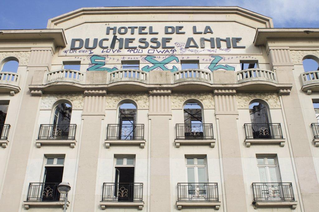 Stock Photo: 1606-139548 Western France, Nantes, abandoned hotel