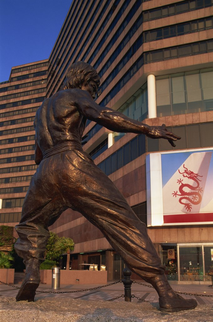 Stock Photo: 1606-143962 China,Hong Kong,Kowloon,Tsim Sha Tsui,Avenue of Stars,Bruce Lee Statue
