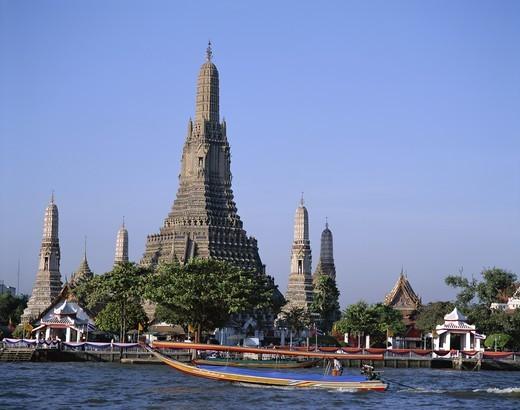 Thailand, Bangkok, Temple of Dawn (Wat Arun) & Chao Phraya River : Stock Photo